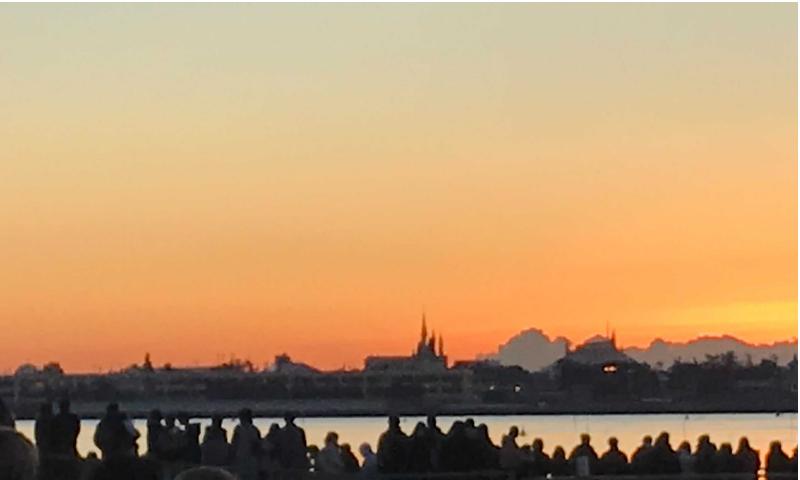 シンデレラ城と初日の出の画像